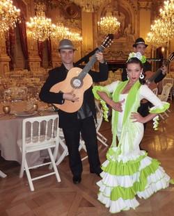 danseuses flamenco avec groupe