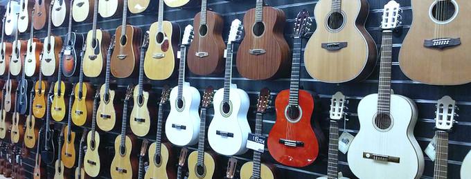 Comment choisir sa première guitare