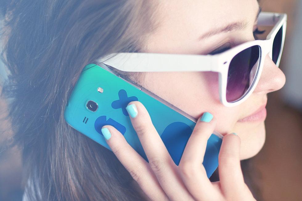 Mädchen mit einem Telefon