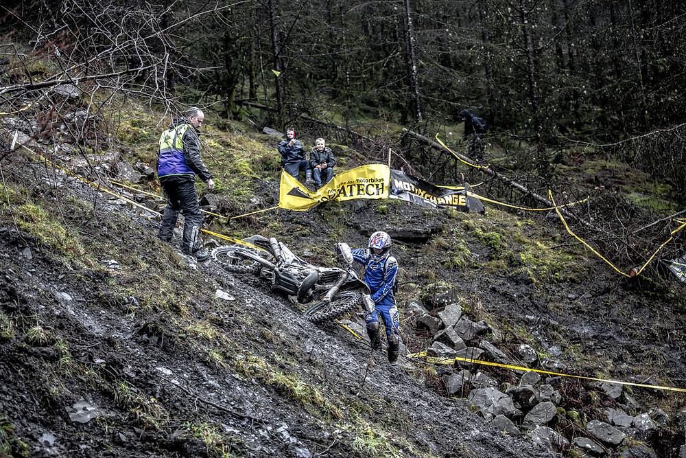 valleys-xtreme_crash-hill-1200