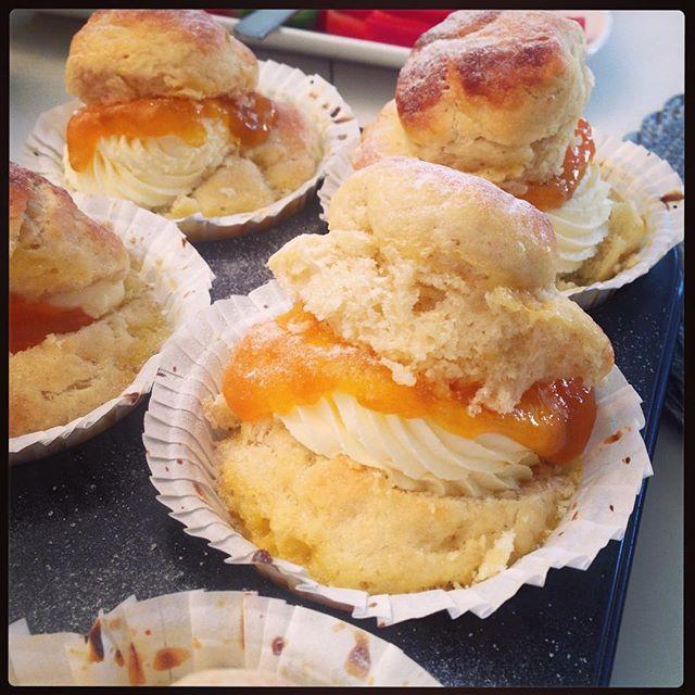 SO startet man einen Christmas Brunch! selbstgemachte Brioche Cupcakes 😇😍 große Liebe! _#austrianb