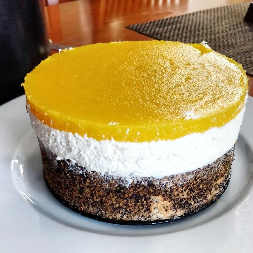 Mohn-Topfen-Mango Torte