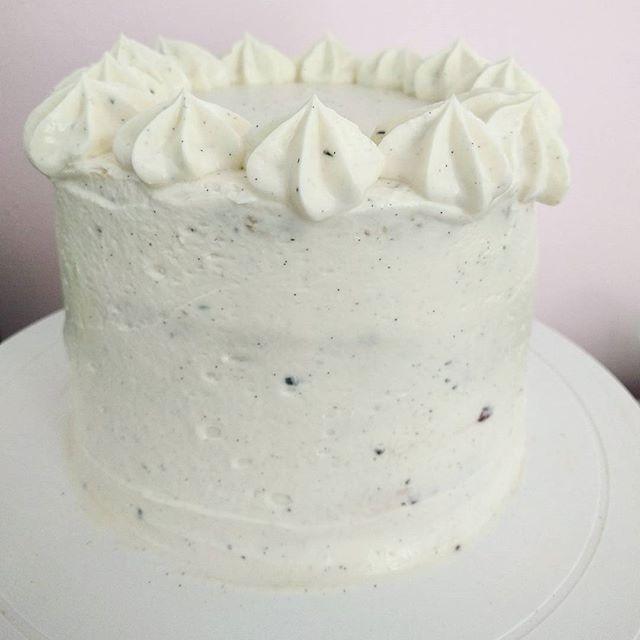 💜 Vanilla Berry Dream 💜 #fürmehrrealität #grumpyblogger_Nach viel Ärger ist diese Torte entstanden