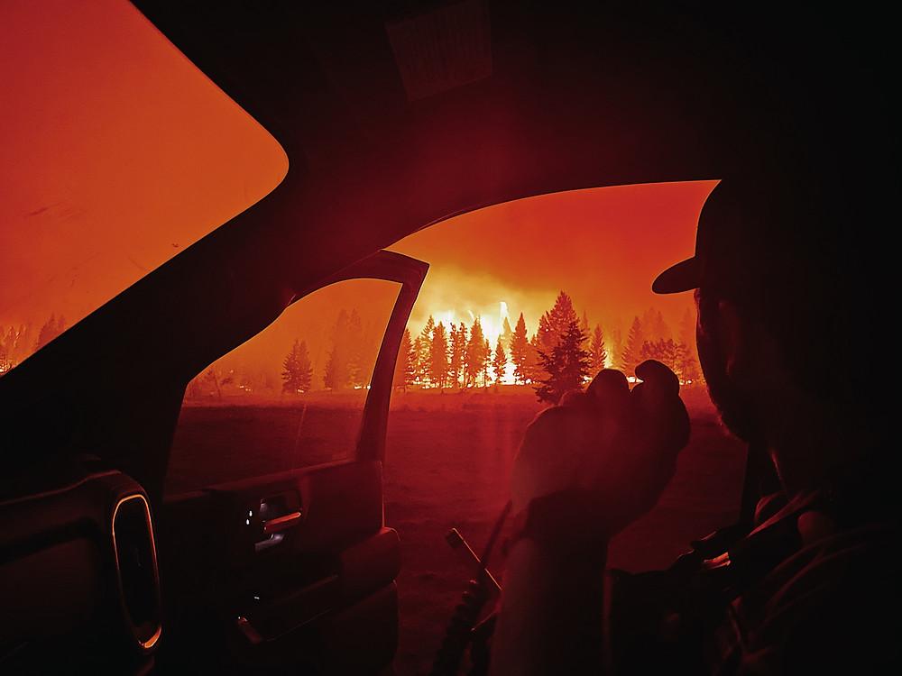 Ontario impone restricciones industriales debido a los incendios forestales.