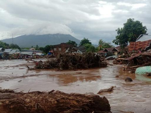 Inundaciones por ciclón tropical en Indonesia causan numerosas muertes y estragos materiales