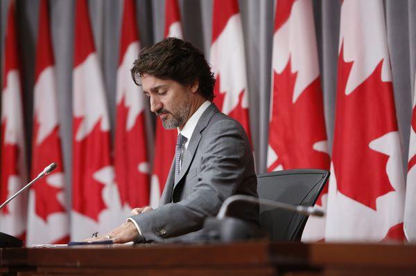 Trudeau dijo que el día de Canadá debería ser un momento de reflexión después del descubrimiento de tumbas sin marcar en el territorio de una antigua escuela residencial en Saskatchewan.