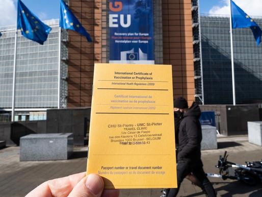 El Reino Unido contempla los controvertidos pasaportes COVID-19 para reuniones masivas