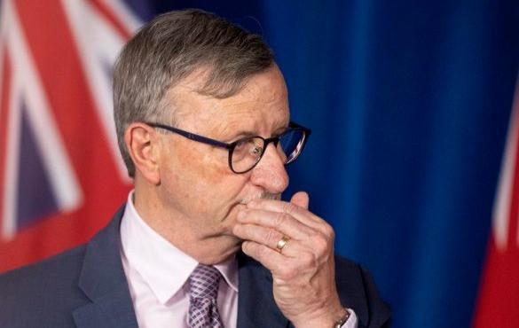 El Dr. David Williams, director médico de Ontario, asiste a una conferencia de prensa en la Legislatura de Ontario en Toronto el 25 de noviembre de 2020.