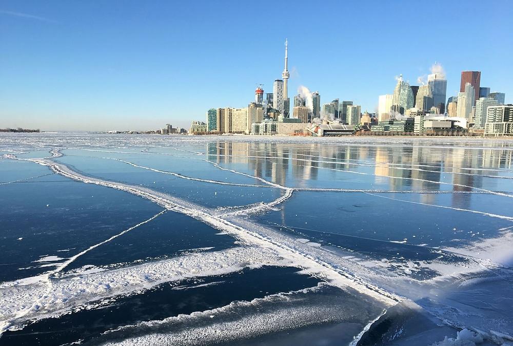 Partes del lago Ontario se congelaron luego de una ola de frío en el GTA el 5 de enero de 2018.