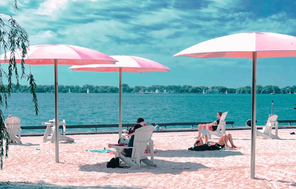 Las playas de Toronto abren por la temporada justo a tiempo para la ola de calor.