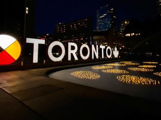 Toronto conmemora las vidas perdidas durante la pandemia del COVID-19