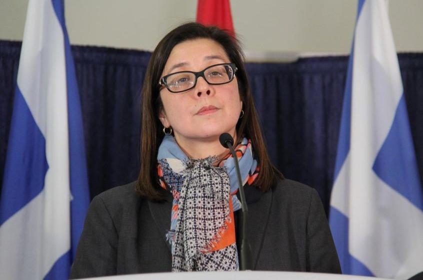 La Dra. Eileen de Villa, oficial médica de salud de Toronto.