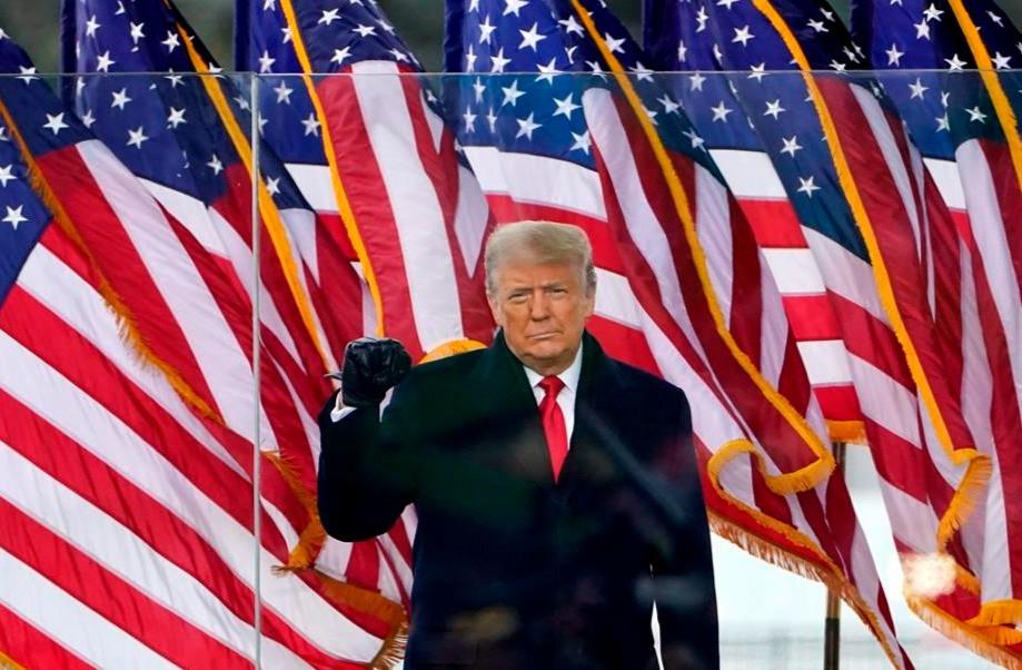 El presidente Donald Trump llega para hablar en un mitin el miércoles 6 de enero de 2021 en Washington.