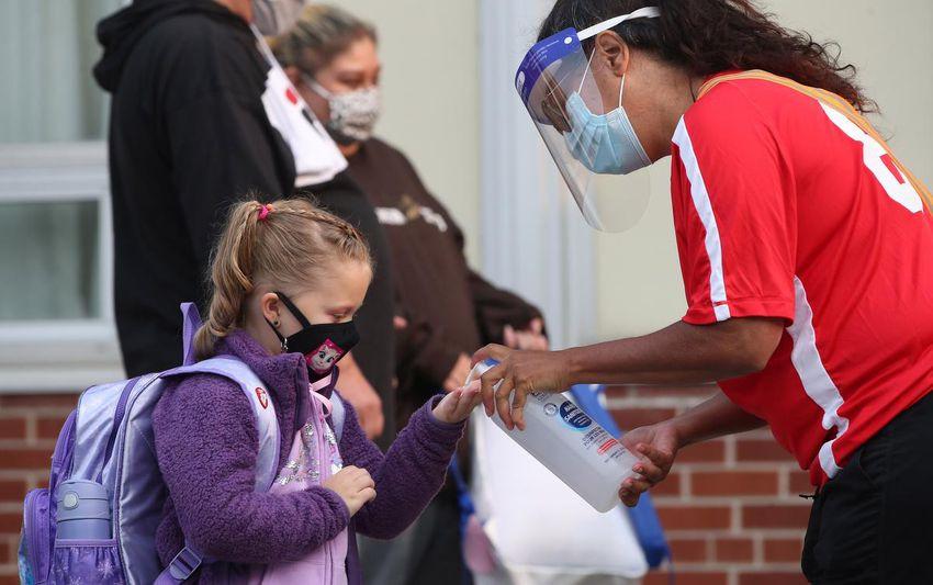 Un total de cinco escuelas permanecen cerradas para contener el coronavirus.