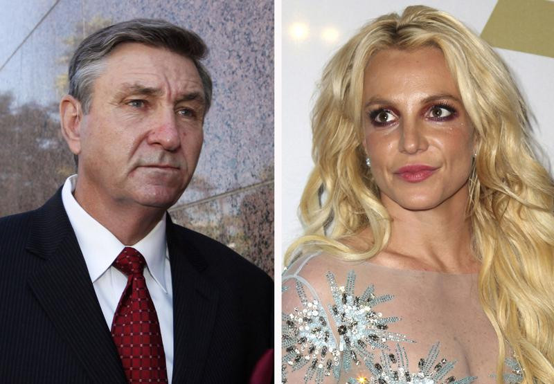 Esta imagen muestra a Jamie Spears, a la izquierda, padre de Britney Spears, saliendo del Palacio de Justicia de Stanley Mosk el 24 de octubre de 2012, en Los Ángeles, y a Britney Spears en la Gala Pre-Grammy de Clive Davis y The Recording Academy el 11 de febrero de 2017, en Beverly Hills, California.