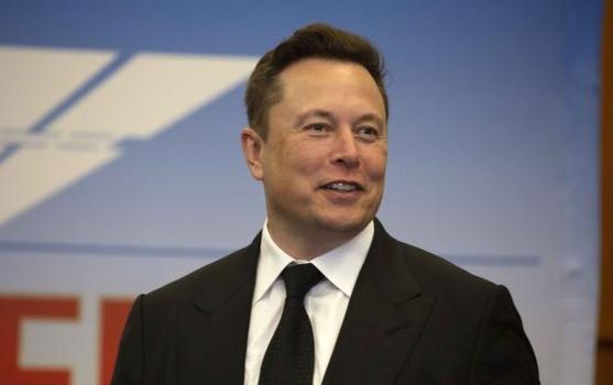 El director ejecutivo de SpaceX, Elon Musk, en Cabo Cañaveral, Florida, en mayo, cuando la compañía se estaba preparando para poner en órbita a dos astronautas.