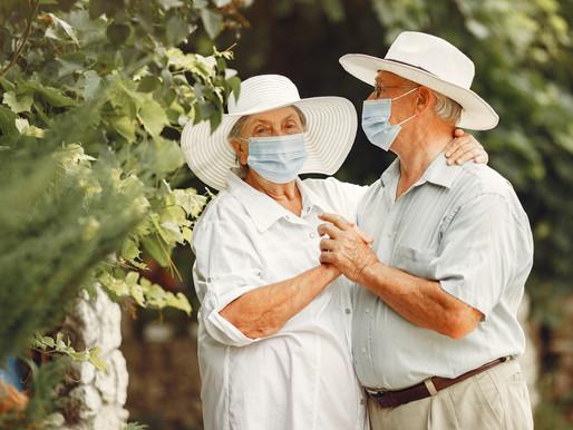 Regresan los abrazos a los hogares para ancianos
