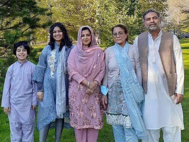De izquierda a derecha: Fayez Afzaal, 9 años, Yumna Afzaal, 15, Madiha Salman, 44, Talat Afzaal, 74, y Salman Afzaal, 46.
