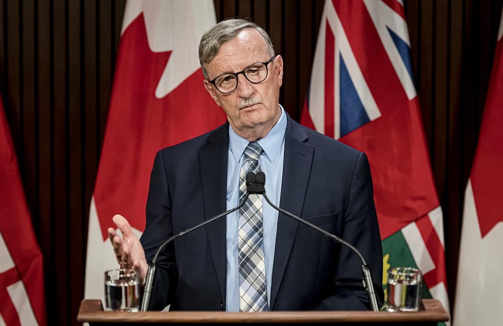 El Dr. David Williams, Director Médico de Salud de Ontario hace un anuncio en Queen's Park en Toronto, el jueves 13 de agosto de 2020.