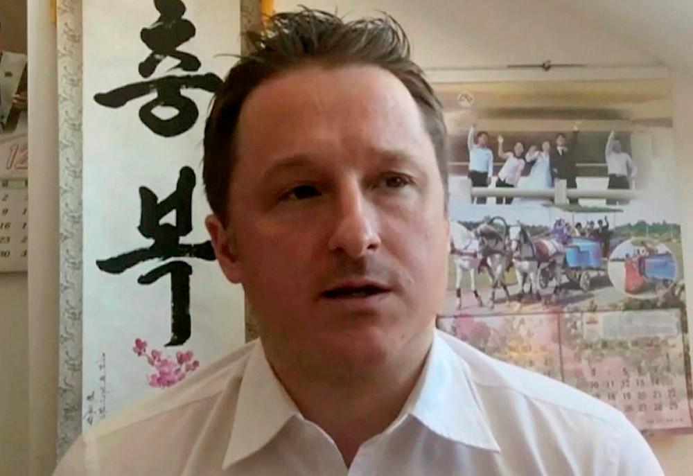 En esta imagen de archivo tomada de un video del 2 de marzo de 2017, Michael Spavor, director de Paektu Cultural Exchange, habla durante una entrevista por Skype en Yanji, China.