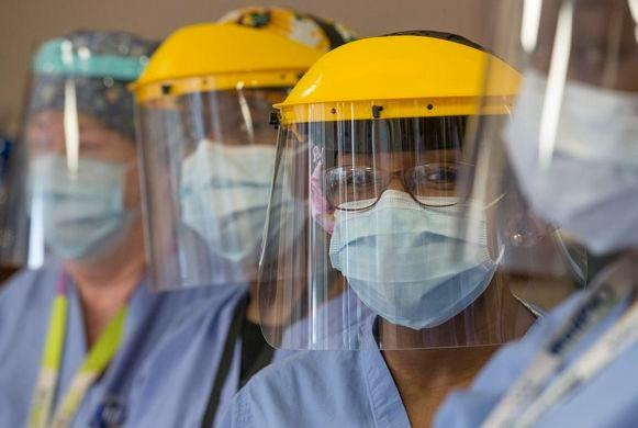 Foto de archivo del 6 de enero de trabajadores de la salud del Hospital Michael Garron.
