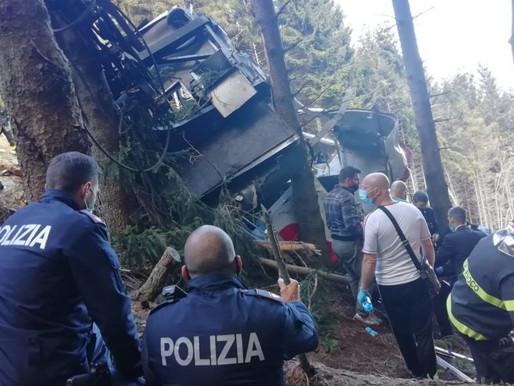 Teleférico italiano cae al suelo y deja 14 muertos