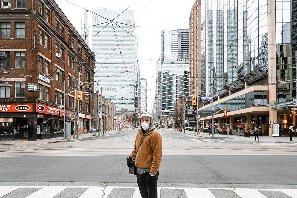 Ontario informa menos de 1.000 casos de COVID-19 con una caída en la tasa de positividad.