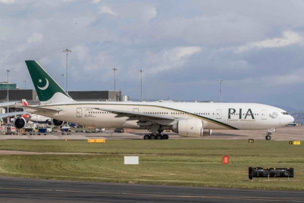 Los federales prohíben los vuelos de pasajeros desde India y Pakistán durante 30 días a medida que aumenta el temor a las variantes del COVID-19.