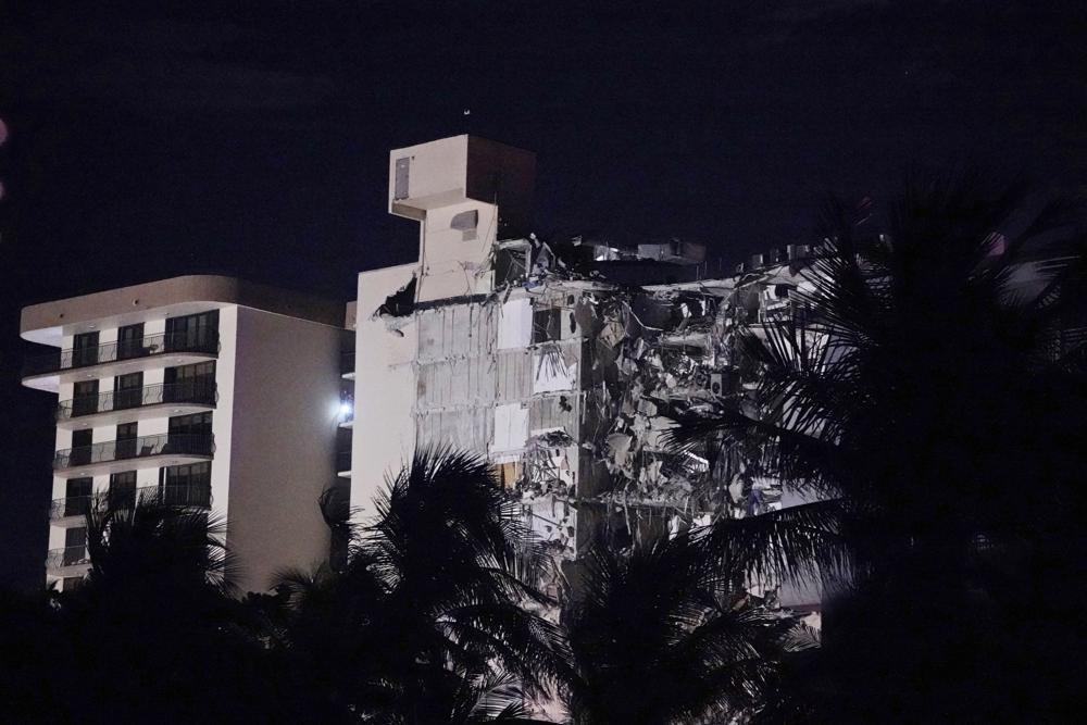 Colapsa el ala de un condominio en Miami en horas de la madrugada.