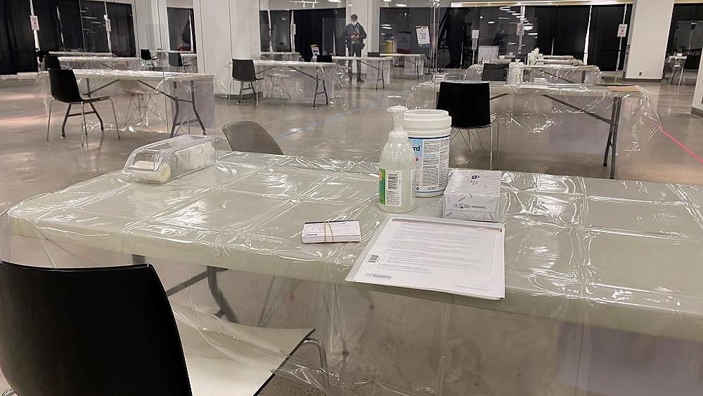 La clínica de vacunación masiva de la ciudad de Toronto en Scarborough Town Centre el 17 de marzo de 2021.