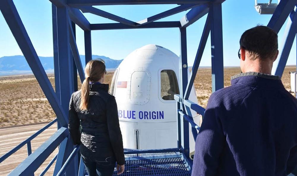 Jeff Bezos llega al espacio en el primer vuelo de pasajeros de Blue Origin.