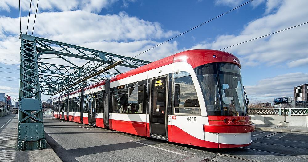 El TTC celebra 100 años de servicio en Toronto.