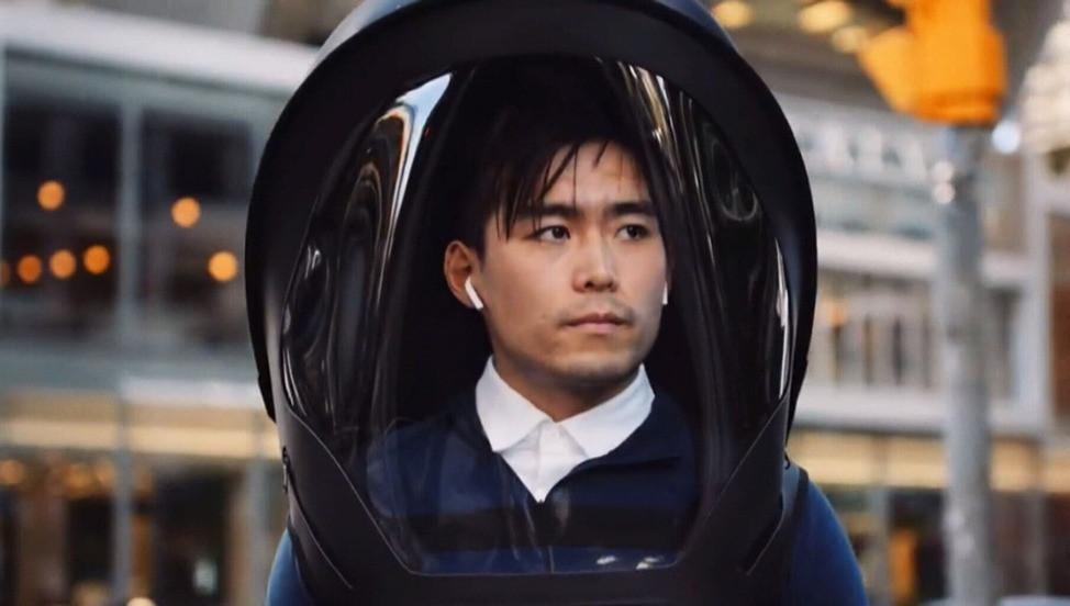 Yezin y Dina Al-Qaysi, los fundadores de Vyzr Technologies, han inventado un casco blindado de 360 grados con un sistema de purificación de aire incorporado.
