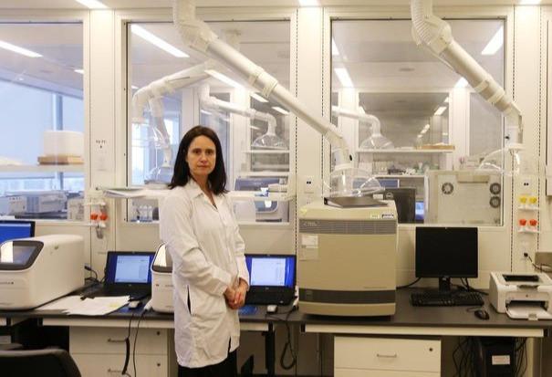 La Dra. Vanessa Allen, jefa de microbiología y ciencias de laboratorio de Salud Pública de Ontario, señaló en una sesión informativa el jueves que en otros países donde circula la variante COVID-19, la prevalencia de B.1.1.7 se duplicó cada una o dos semanas.
