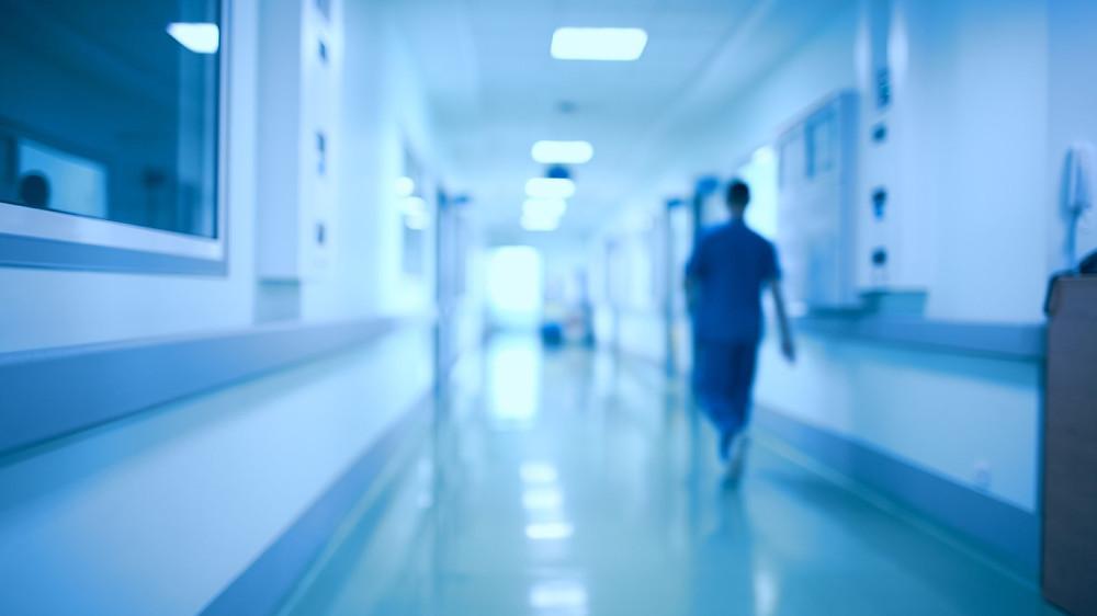 Cumbre de emergencia lidia con el sistema de salud debilitado por el COVID-19.