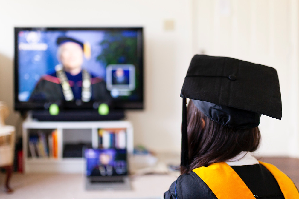 Las juntas escolares de Toronto continuarán con las celebraciones e grado virtuales.