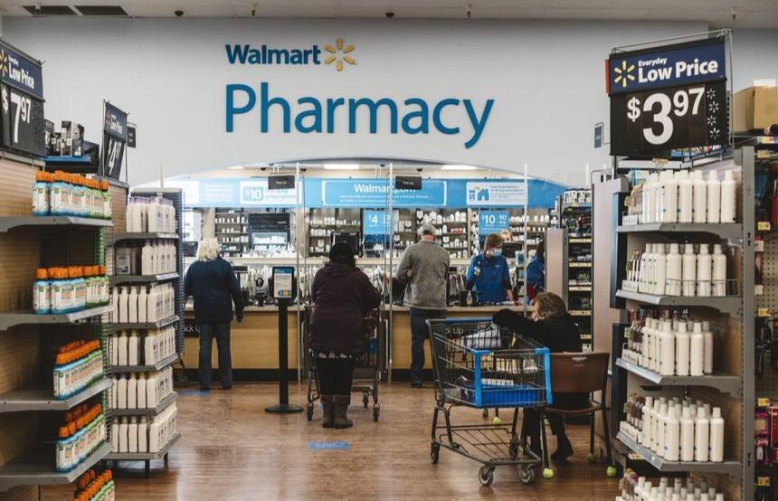 Walmart planea albergar clínicas, moviendo estantes de productos para dejar espacio para más citas.