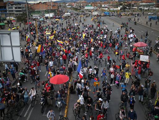 Manifestantes colombianos marchan en las capitales del país