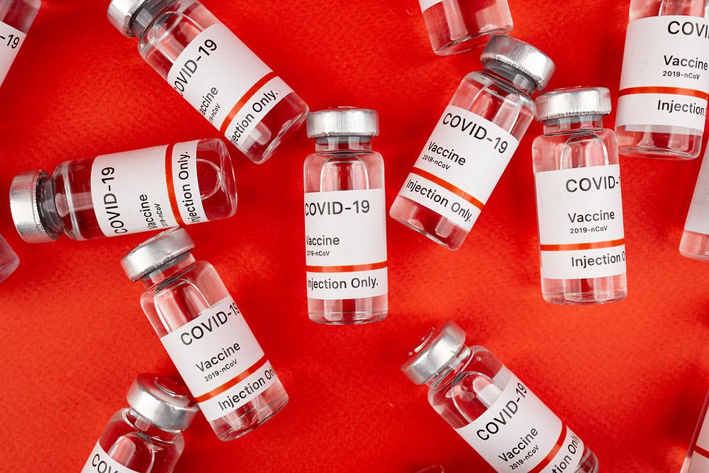 Agencia de la UE confirma que la vacuna COVID-19 de AstraZeneca es segura.