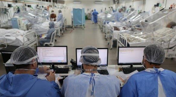 Vista de la Unidad de Cuidados Intensivos que trata a pacientes con coronavirus en el Hospital Gilberto Novaes en Manaus, Brasil.