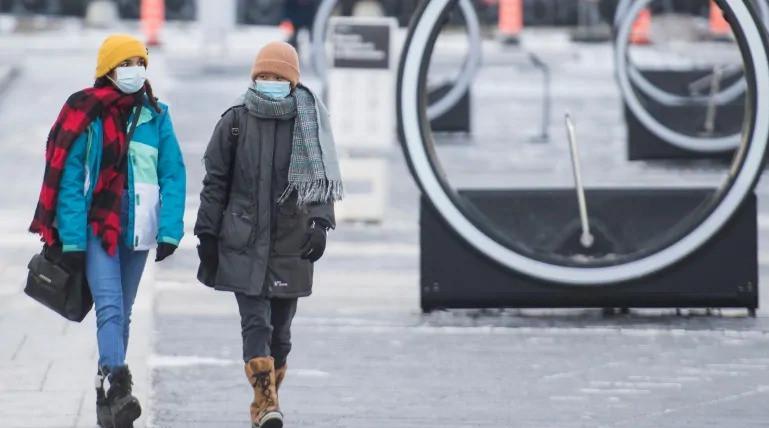 Después de un aumento en los casos de COVID-19, Quebec está instituyendo sus medidas más estrictas desde la primavera, mientras que Ontario está sopesando restricciones más severas.