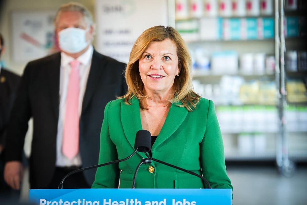 La ministra de Salud recibirá la vacuna de AstraZeneca frente a las cámaras.