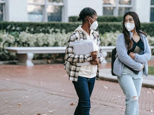 Algunas universidades no aprueban el requisito de vacunación COVID-19