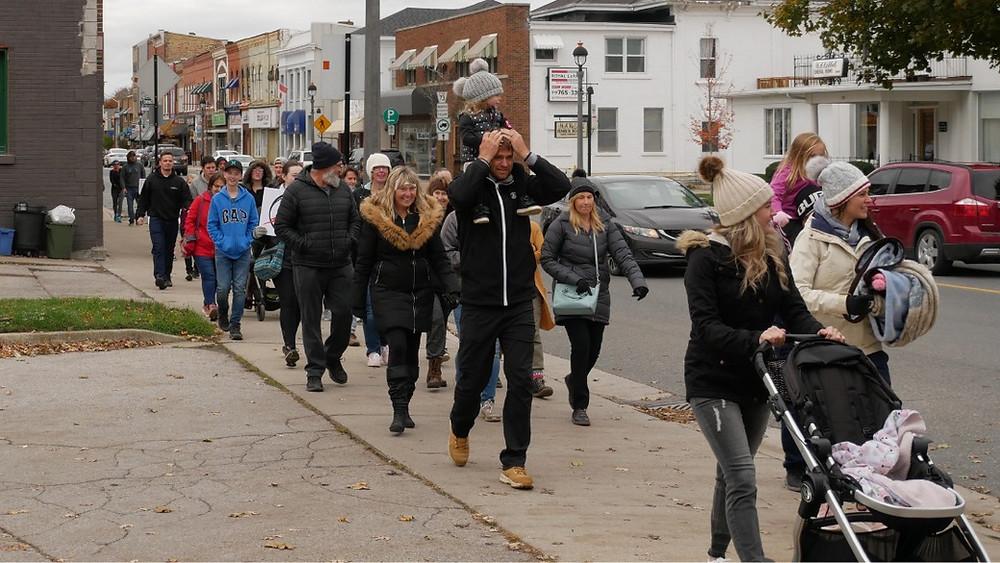 """""""marcha por la libertad"""" en Aylmer, Ontario, el 24 de octubre de 2020."""