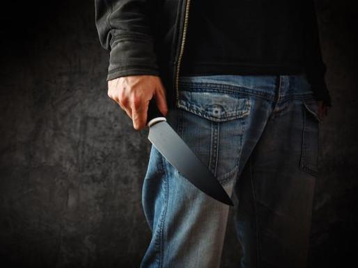 Arrestan a un hombre blandiendo un cuchillo frente a la casa de Doug Ford