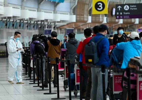 """La Asociación de Transporte Aéreo Internacional ha emitido una declaración en la que expresa su """"profunda frustración"""" con el nuevo requisito de prueba COVID-19 de Canadá para los viajeros aéreos, pidiendo al gobierno federal que suspenda las pruebas."""