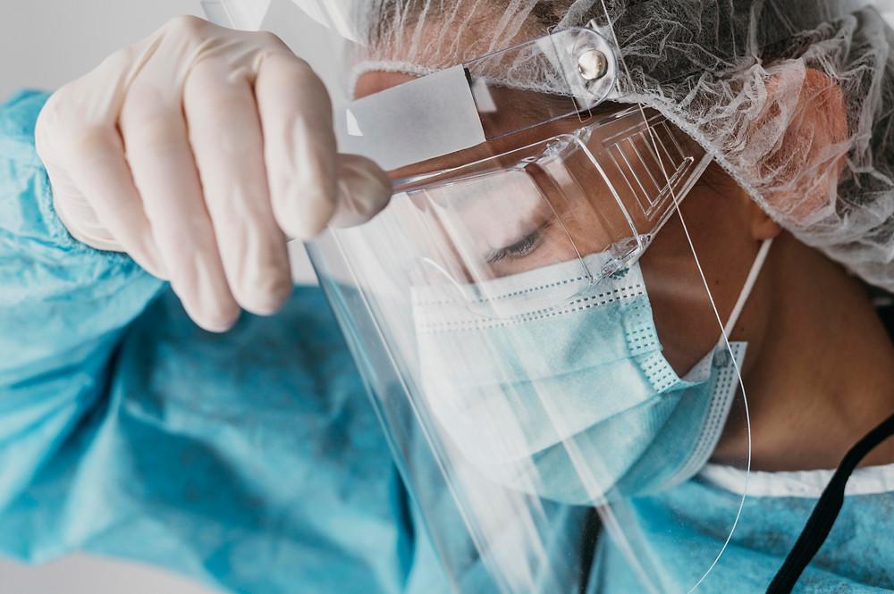 Ontario emite órdenes de emergencia para reforzar la capacidad hospitalaria a medida que aumentan los casos.
