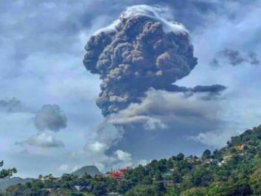 Actividad volcánica provoca evacuaciones masivas en una isla caribeña