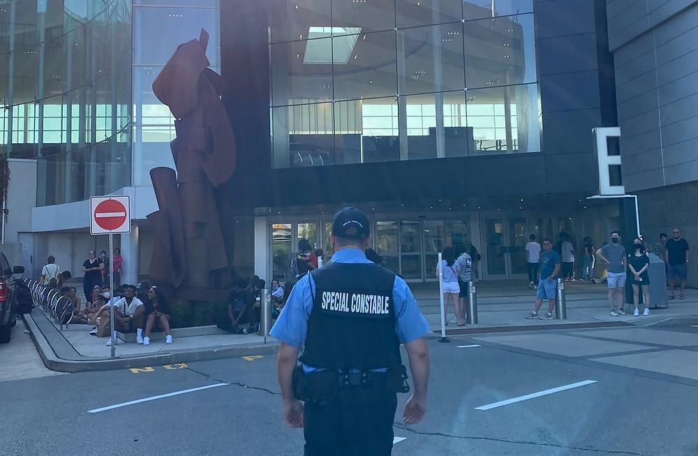 La policía de Toronto confirma tres arrestos relacionados con tiroteo en Yorkdale Mall.