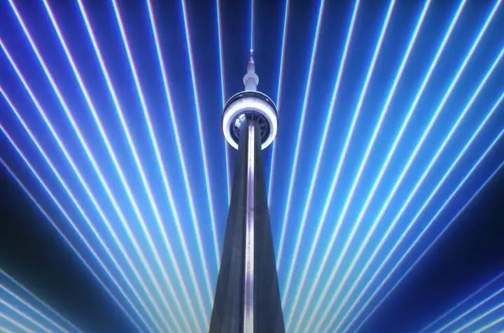 La CN Tower tiene un nuevo espectáculo de luces y sonido.